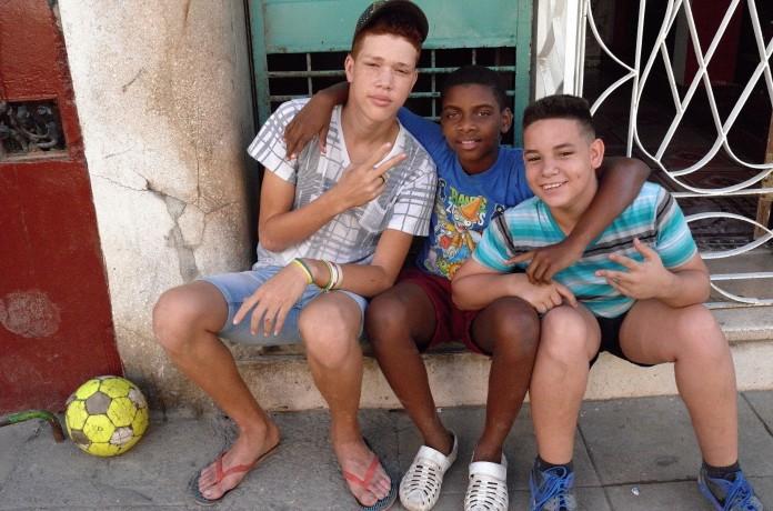 0005-boys-on-street